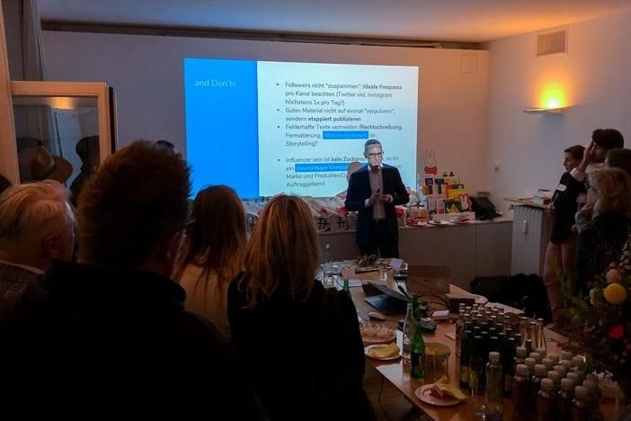 Walter Schärer referiert am Influencer-Briefing beim Diogenes Verlag Zürich