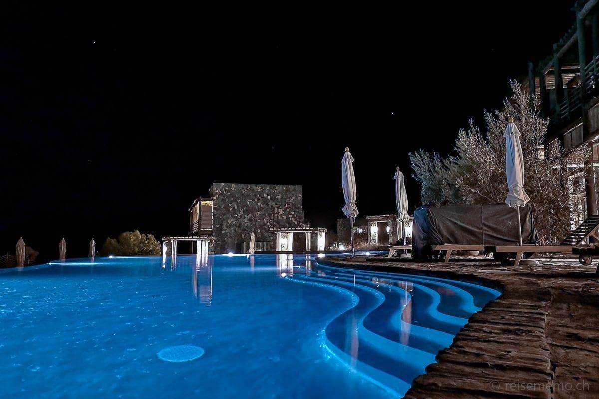 Hotelpool nachts des Alila Jabal Akhdar