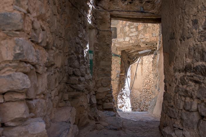 Torbögen und Wege im Dorfkern von Omans Misfat al Abriyyin