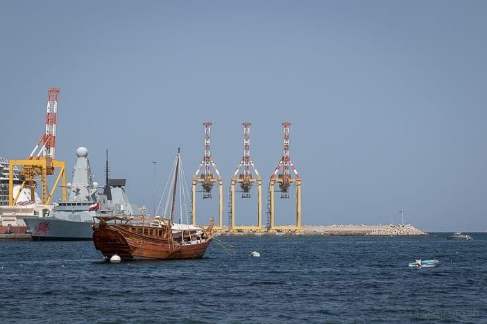 Dschunke vor der Corniche in Muscat