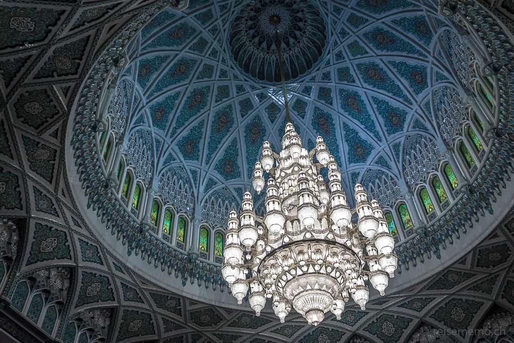 Kronleuchter in der Sultan Qaboos Moschee in Muscat