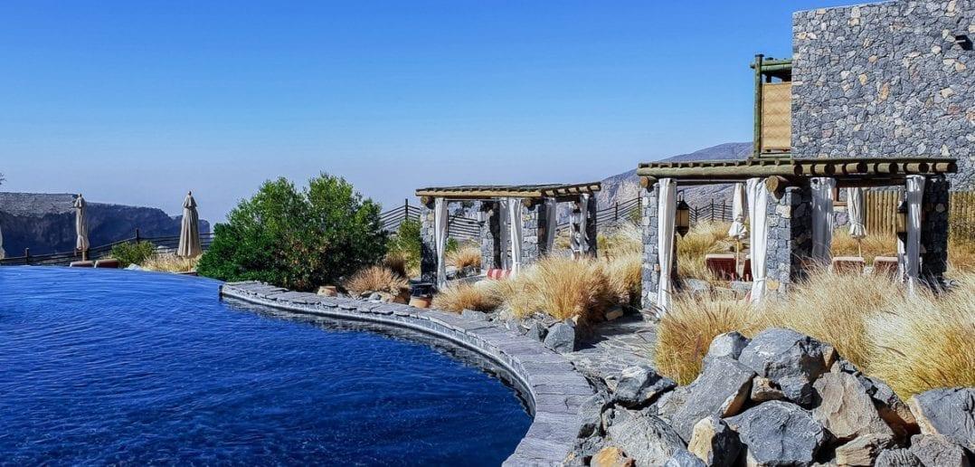 Pool und Sonnenschutz des Alila Jabal Akhdar