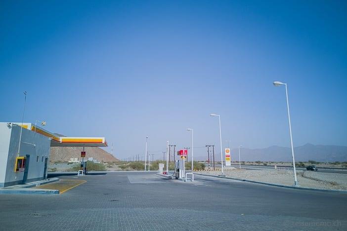 Shell Tankstelle an der Landstrasse im Oman