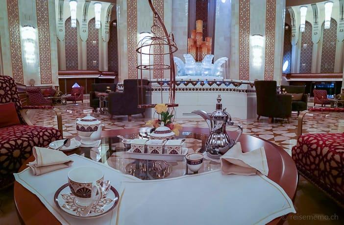 Tea Time mit Etagère im Al Bustan Palace