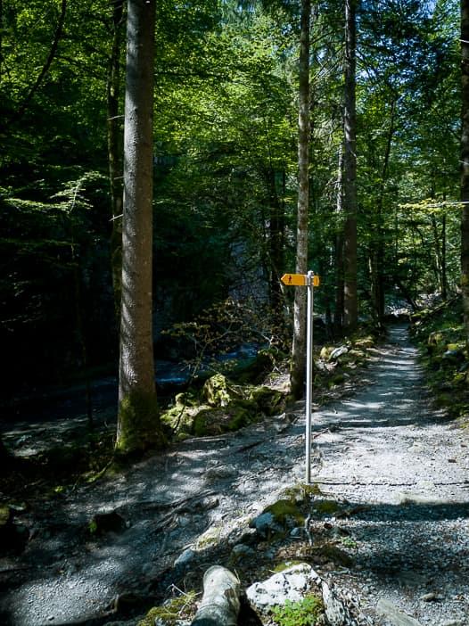 Wanderweg am Löntschtobel