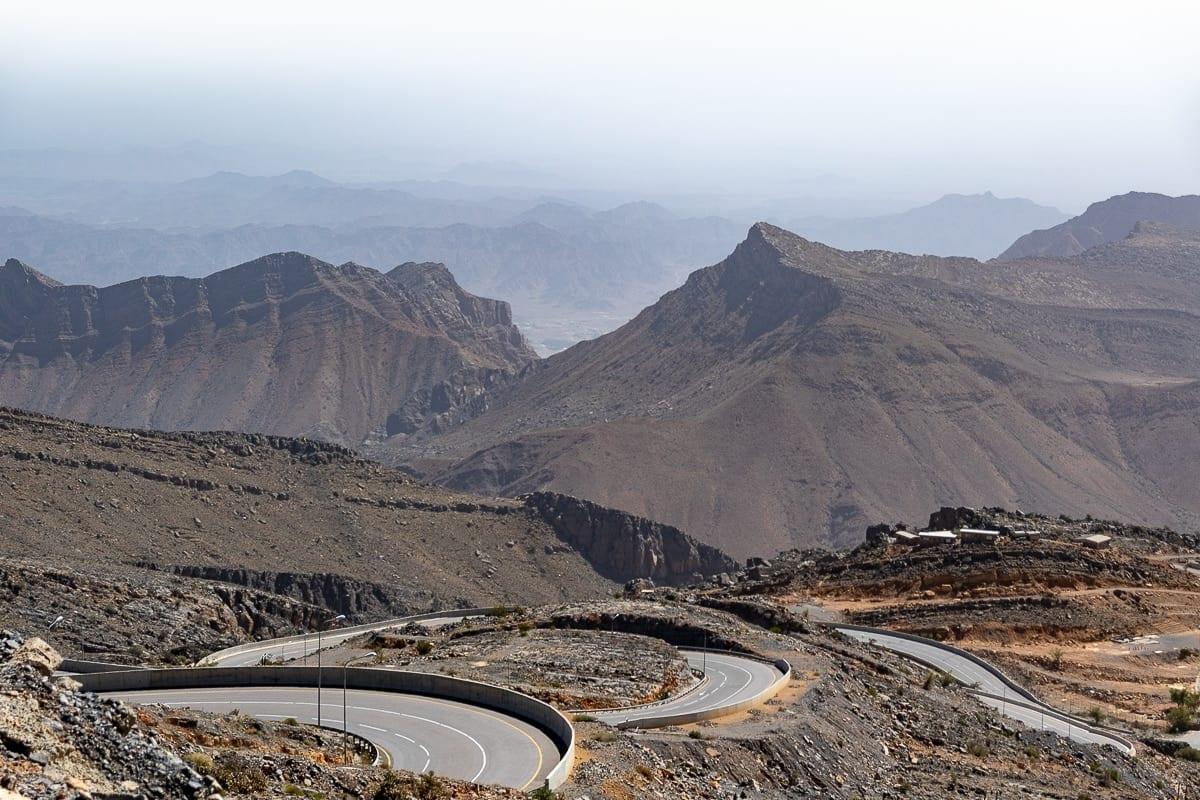 Gewundene und steile Landstrasse im Al Jabal Akhdar Gebirge