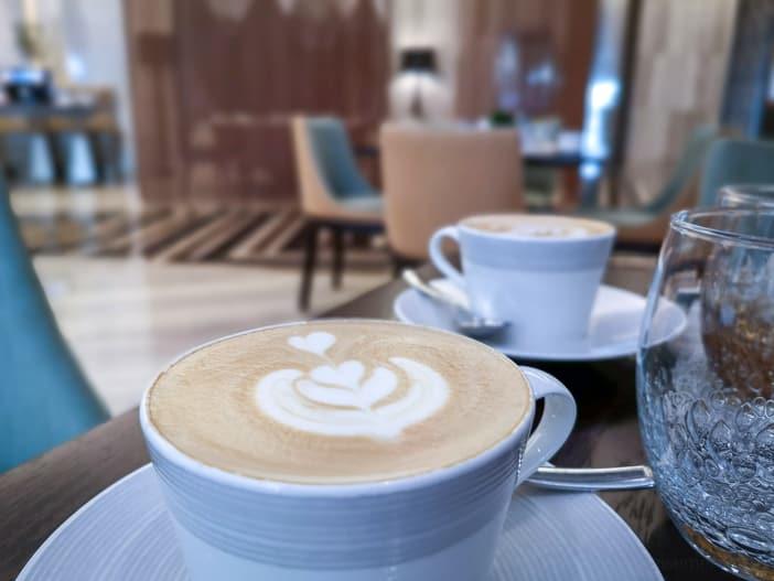 Cappuccino im Kempinski Muscat Hotel
