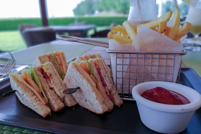 Club-Sandwich im Al Mouj Links Golfplatz