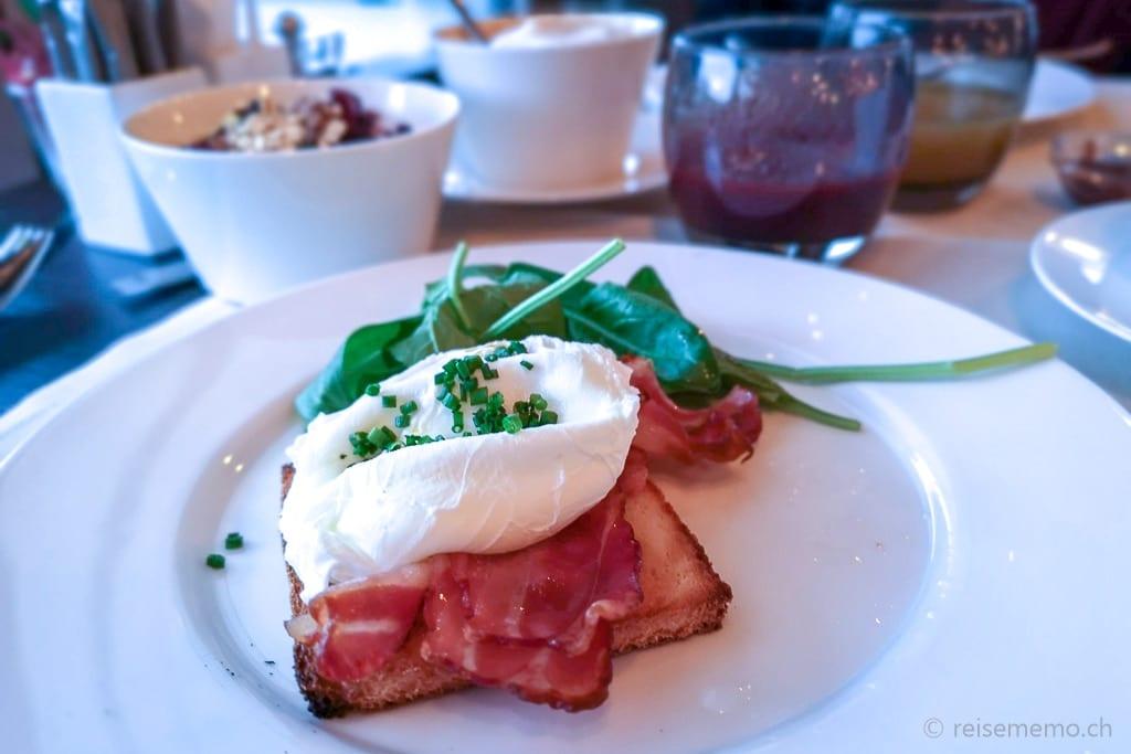 Egg Benedict zum Frühstück