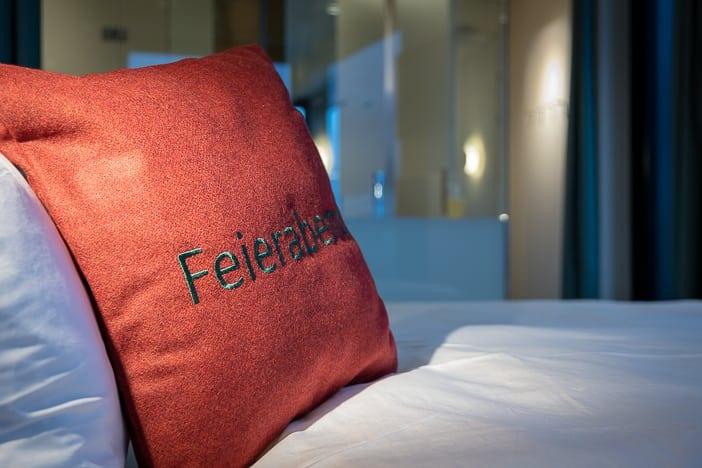 Feierabend im Hotelzimmer des a-ja City-Resort Zürich