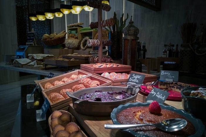 Brotbuffet im Kempinski Muscat Hotel