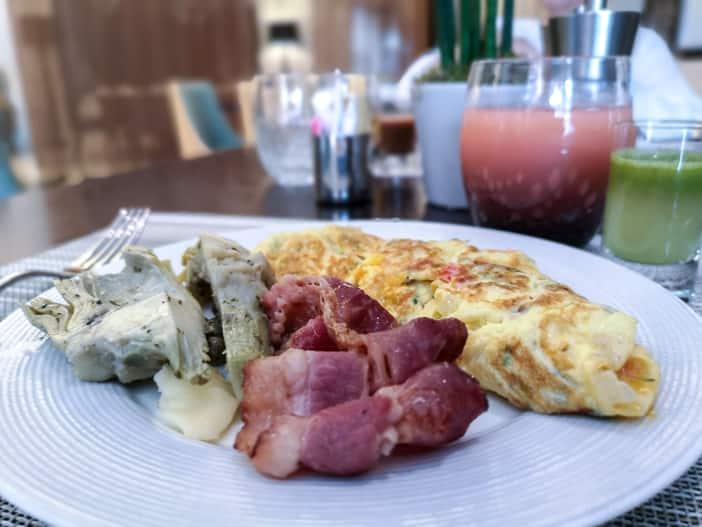 Speck und Omelett im Kempinski Muscat Hotel