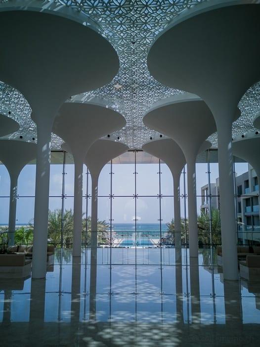 Kempinski Muscat Hotellobby und Pool