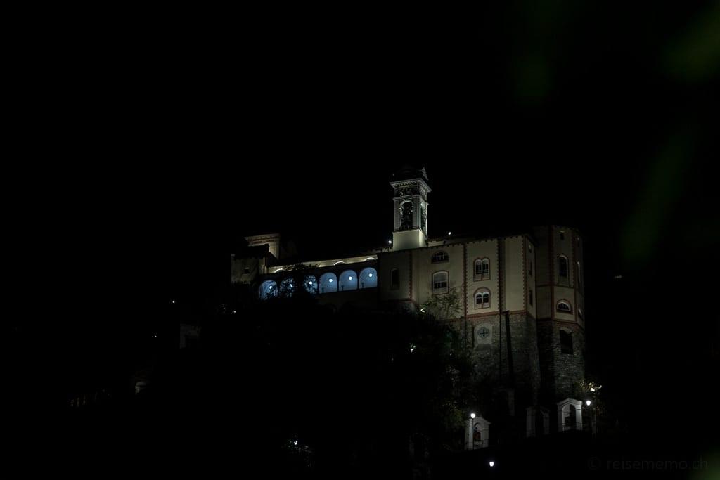 Wallfahrtskirche Madonna del Sasso nachts