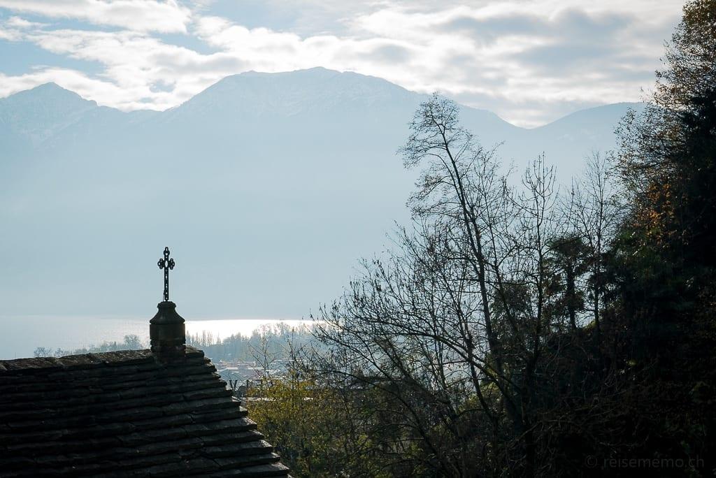 Blick von Madonna del Sasso nach Locarno