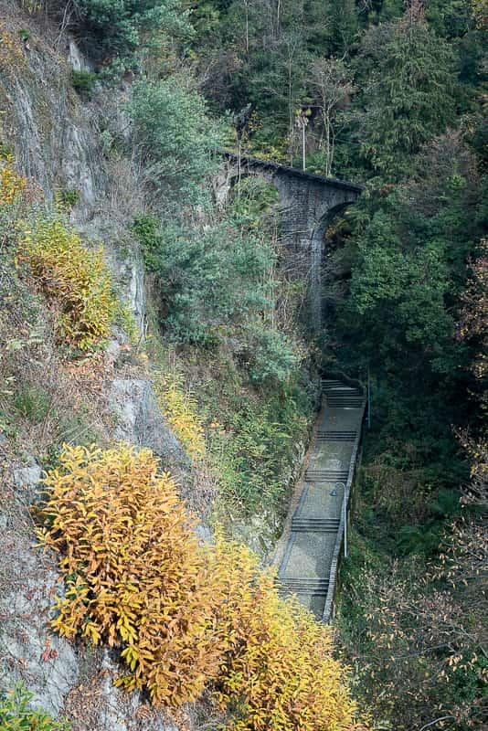 Aufstieg zum Kloster und Wallfahrtskirche Madonna del Sasso