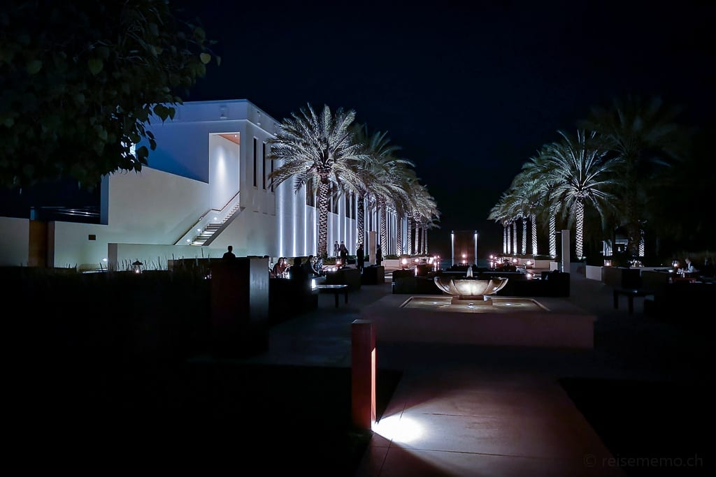 Restaurant am Long Pool des Chedi Muscat