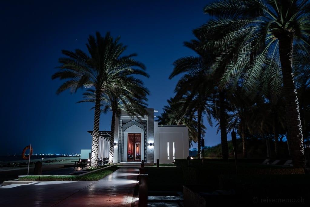 Eingang zum The Beach Restaurant im Chedi Muscat