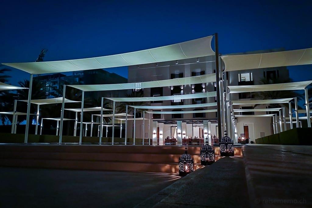 Der Serai Pool am Abend - Chedi Muscat