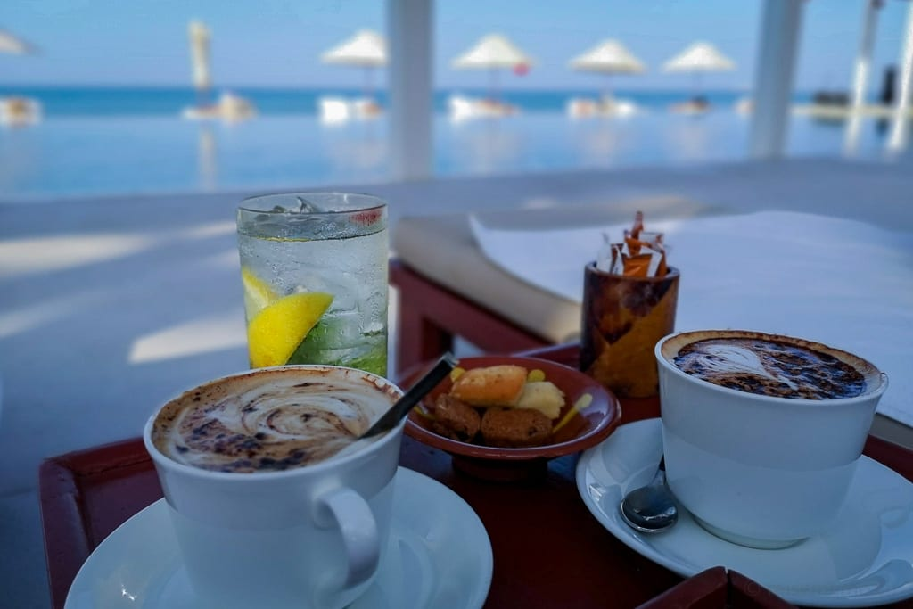 Cappuccino am Chedi Pool