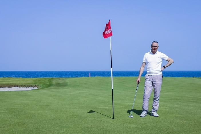 Walter Schärer auf dem Al Mouj Links Golfplatz