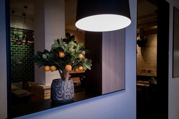 Orangenbaum im Chalet-Restaurant