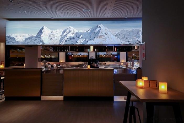 Eiger, Mönch und Jungfrau in der Hotelbar des a-ja City-Resorts Zürich-Altstetten