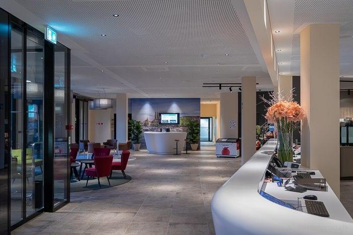 Reception und Lounge des a-ja City-Resorts in Zürich-Altstetten