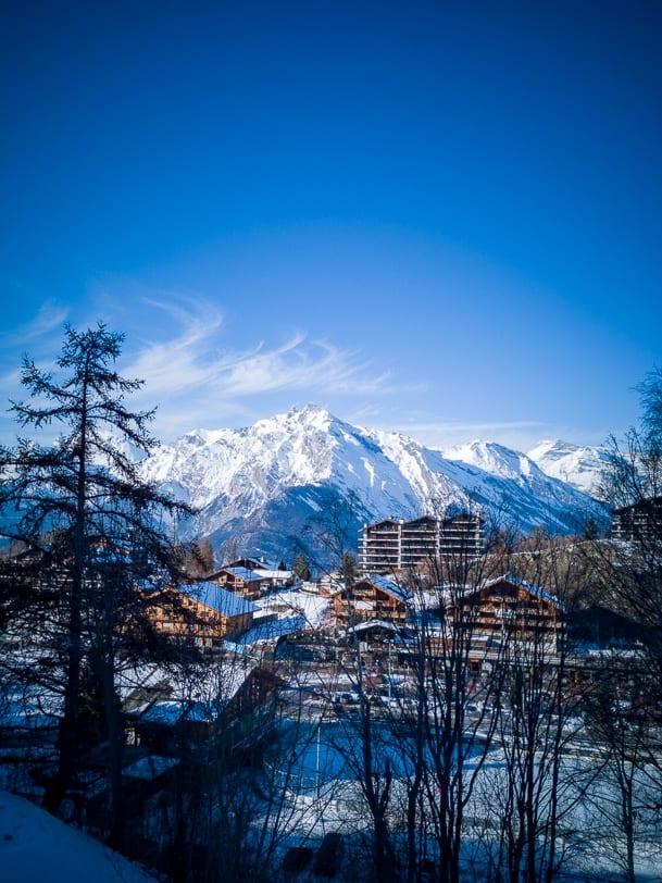 Haute-Nendaz im Winter mit Haut de Cry im Hintergrund