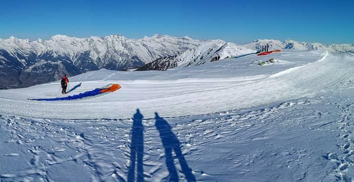 Panorama auf dem Plan du Fou mit Gleitschirmfliegern