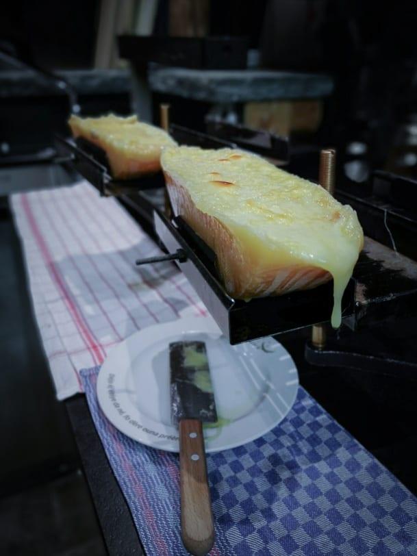 Raclette im Restaurant Carnotzet L'Aigle
