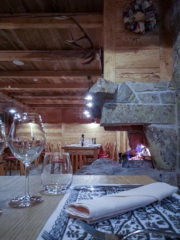 Cheminée im Restaurant Carnotzet L'Aigle