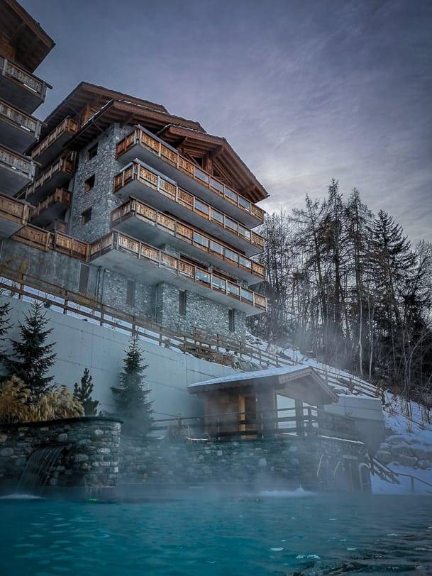Hotel Nendaz 4 Vallées & Spa des Bisses Aussenpool