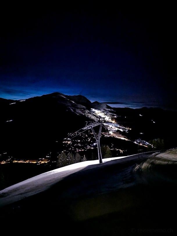 Aussicht nachts vom Scharmoin Bergrestaurant