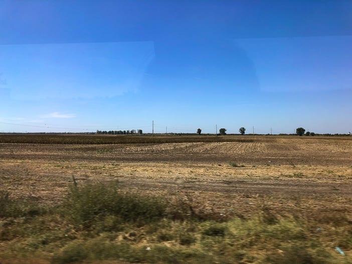 Felder entlang der Autobahn in Rumänien