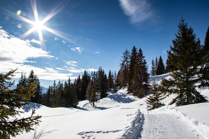 Tgantieni Höhenweg im Winter in Richtung Süden