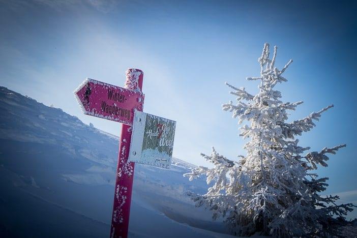 Wegweiser am Winterwanderweg Heidi & Gigi