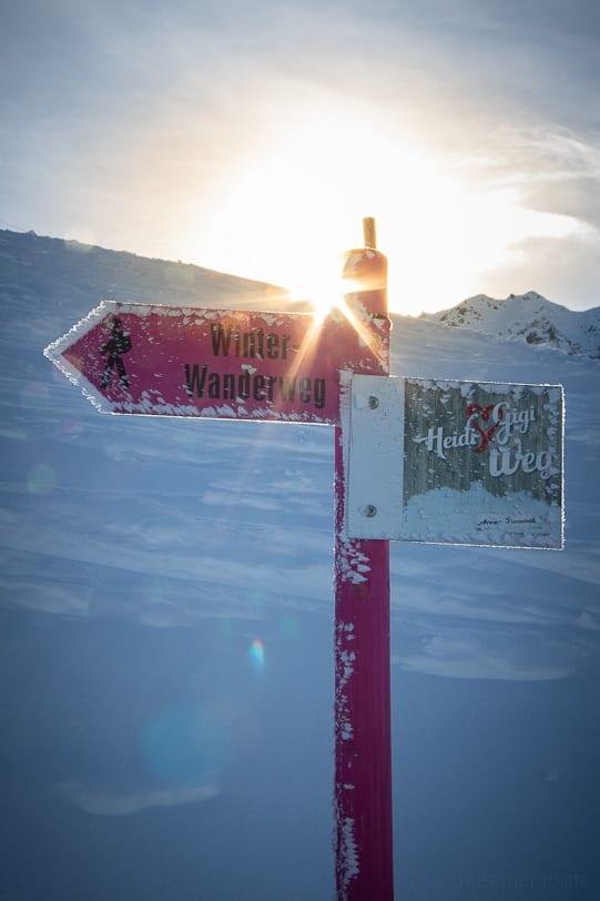 Wegweiser auf dem Heidi & Gigi Winterwanderweg