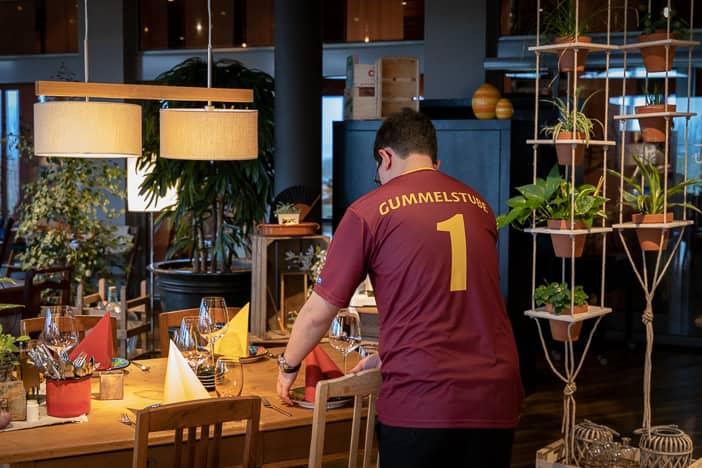Gastgeber Patrick Marugg trägt die Rückennummer 1