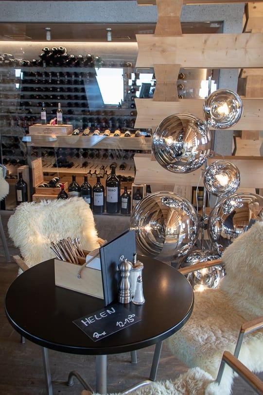 Motta Lounge mit Weinschrank