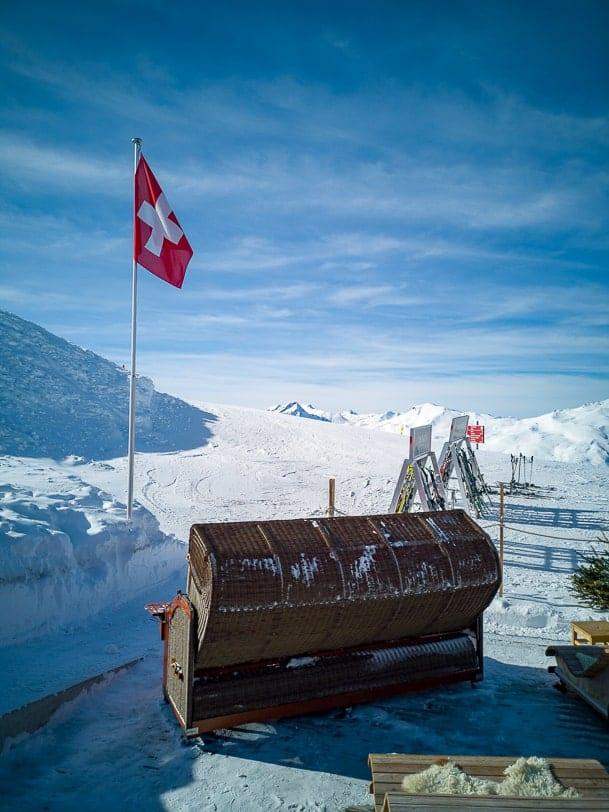 Motta Strandkorb in den Schweizer Bergen