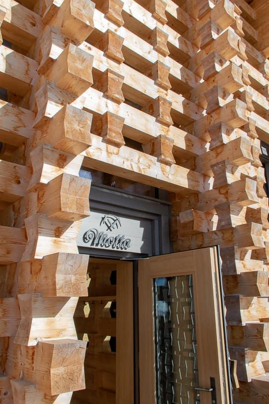 Architektur und Eingang zur Motta Hütte