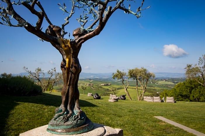 Skulptur von Andrea Roggi im Garten