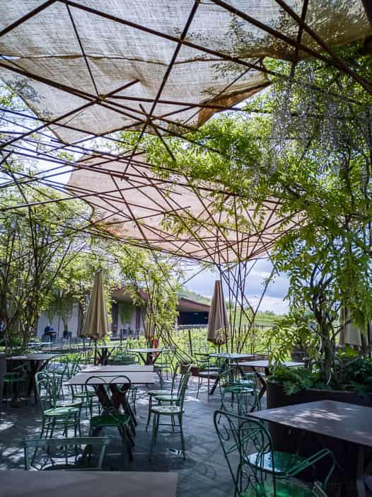 Sonnengeschützte Restaurantterrasse des Rinuccio 1180