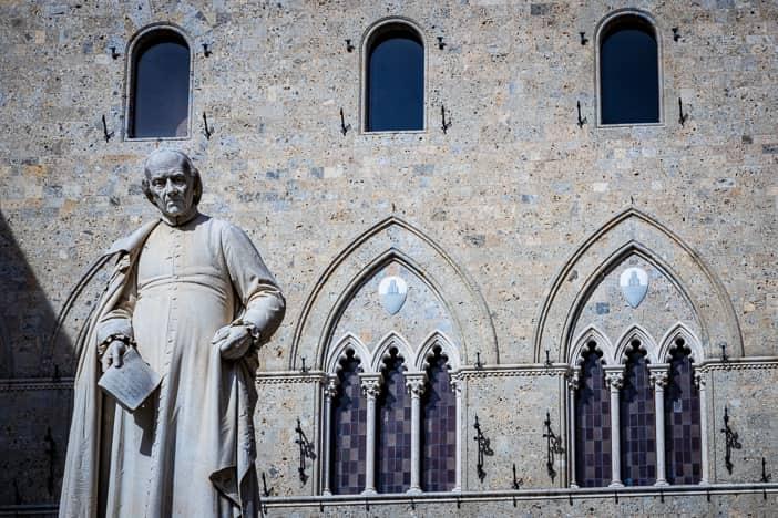 Sallustio Bandini auf der Piazza Salimbeni in Siena