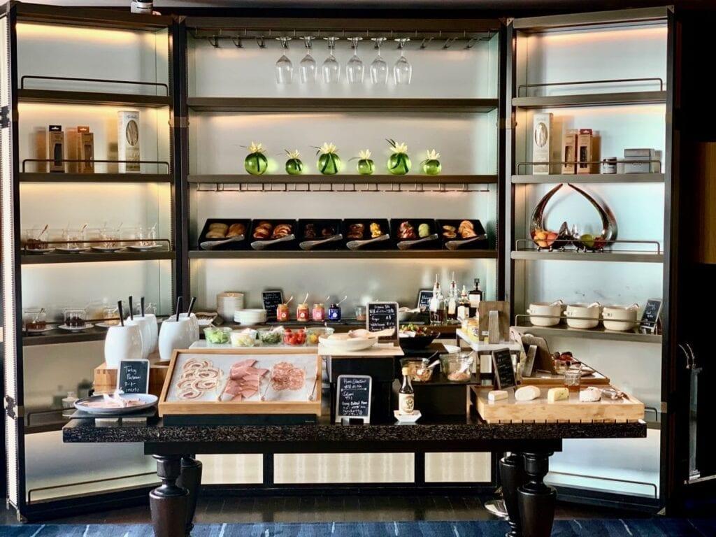 Frühstücksbuffet in der Horizon Club Lounge des Shangri-La Tokyo