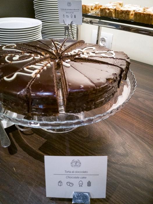 Schokoladenkuchen zum Frühstück in Castelfalfi