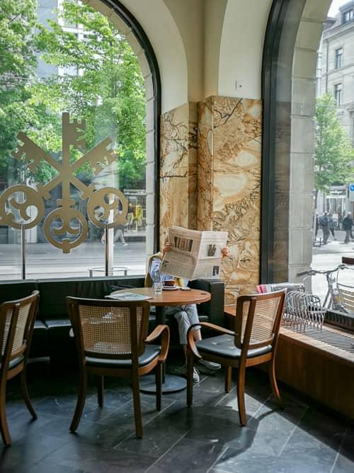 Ausblick von der Leseecke der UBS Bar 45 auf die Bahnhofstrasse