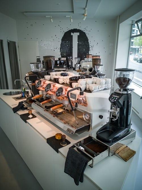 Faema und Grinder im Coffee Lab Zürich