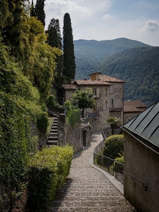 Weg zur Kirche S. Maria del Sasso